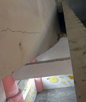 Cracked-staircase1-300.jpg